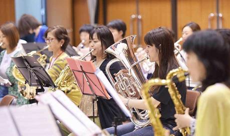 いこま市民吹奏楽団いこままブラス演奏風景